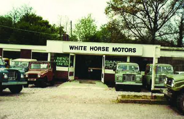 Old White Horse Photo 600x389